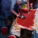 Γιαγιάδες φτιάχνουν τοματοχυμό